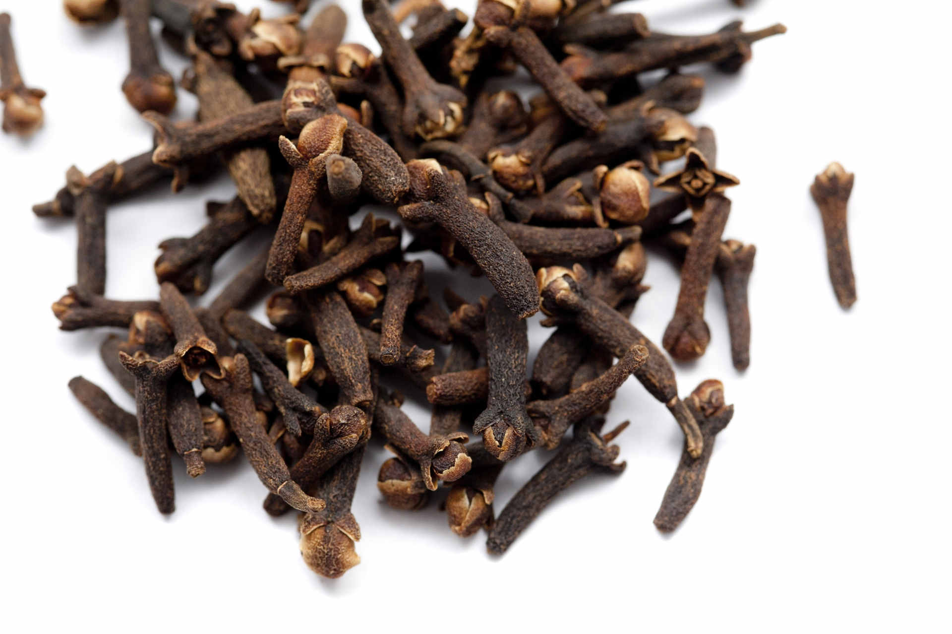 Chomp cloves to treat sore throat