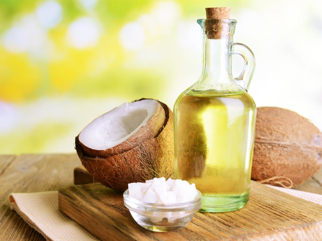 Coconut-Oil-to-remove-dandruff