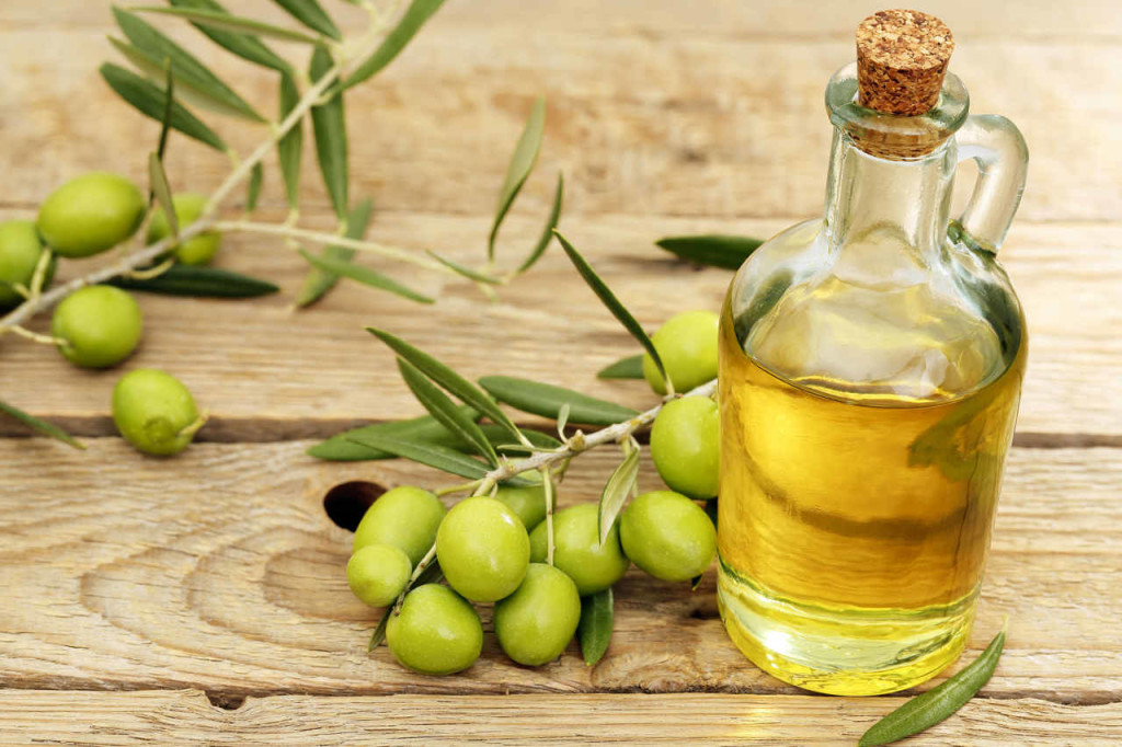 How to get water out of your ear with Olive Oil