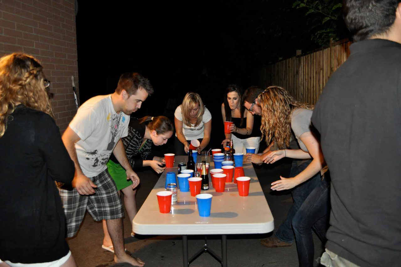 binge drinking and college students When you hear the term 'binge drink' many think of college students partying, but the center for disease control (cdc) released their 'first-of-its-kind' study about binge drinking, and the.