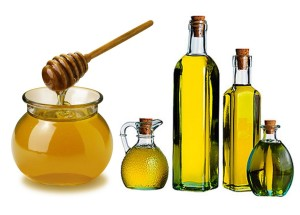 DIY hair mask with almond oil and honey