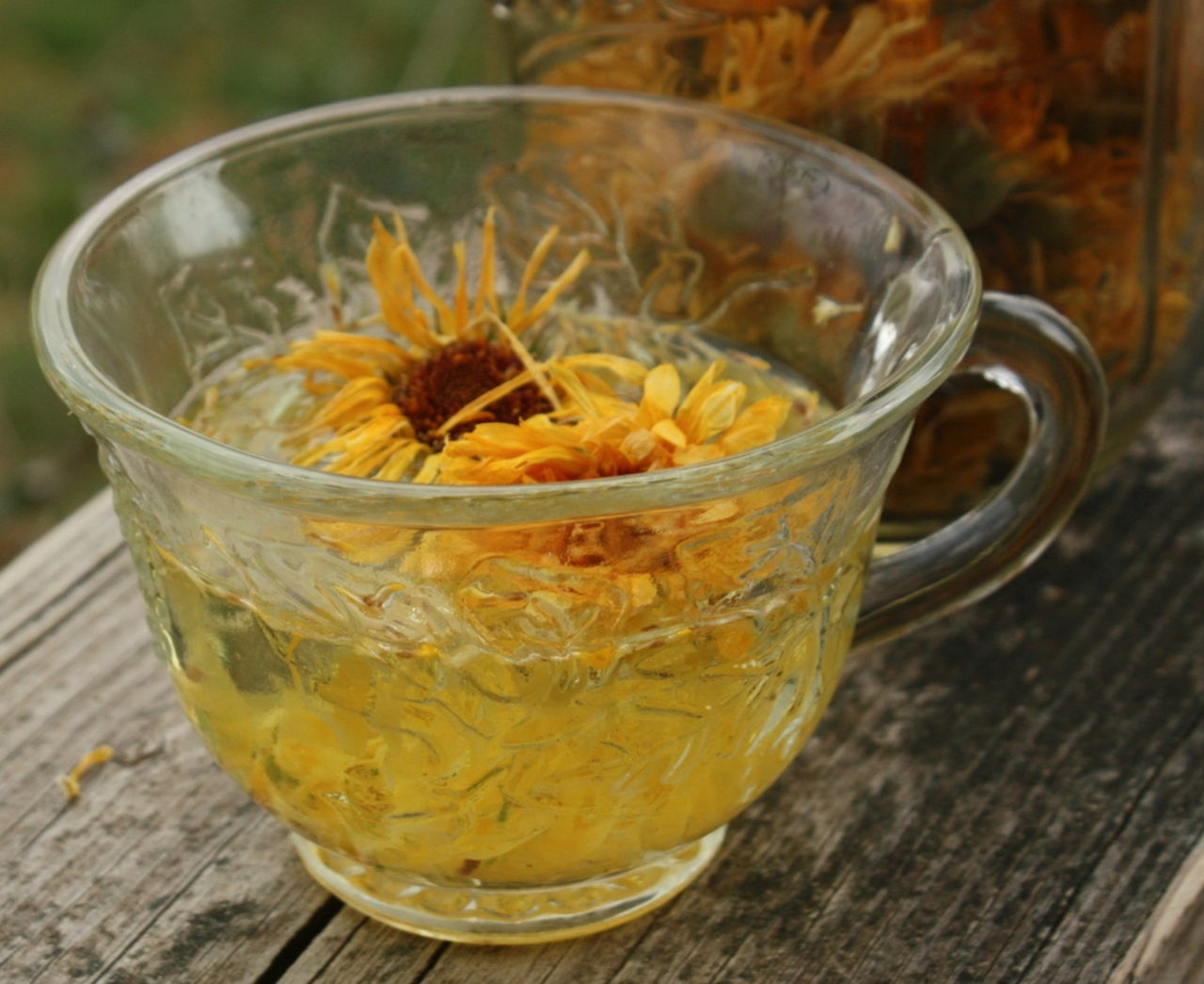 Marigold for tonsilloliths